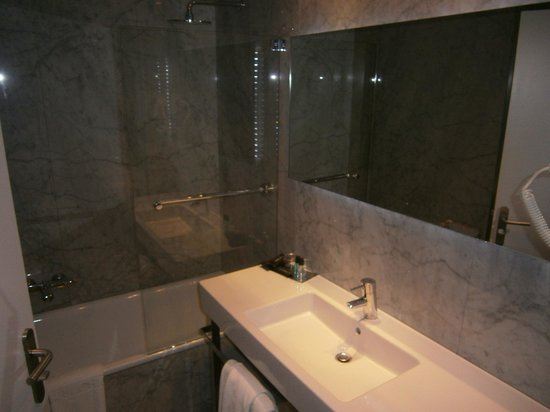 Hotel Chiqui: Baño