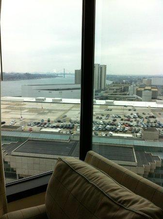 Crowne Plaza Detroit Downtown Riverfront: The view to the bridge