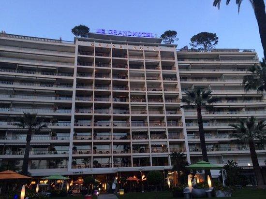 Le Grand Hotel : Le grand hôtel vu du bas