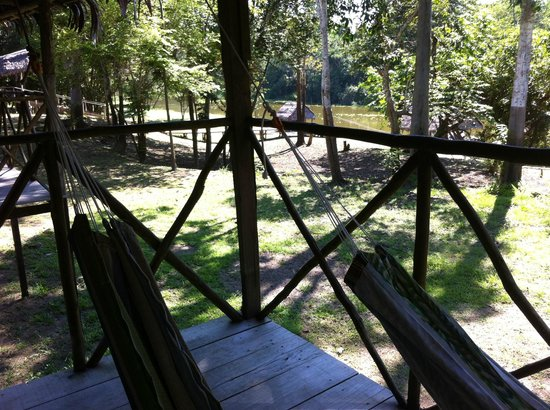 Muyuna Amazon Lodge : habitación protegida por mosquiteras y buena visión del entorno