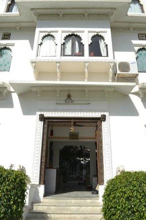 Karohi Haveli: Entrée de l'hôtel