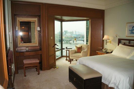 The Peninsula Bangkok: The bedroom