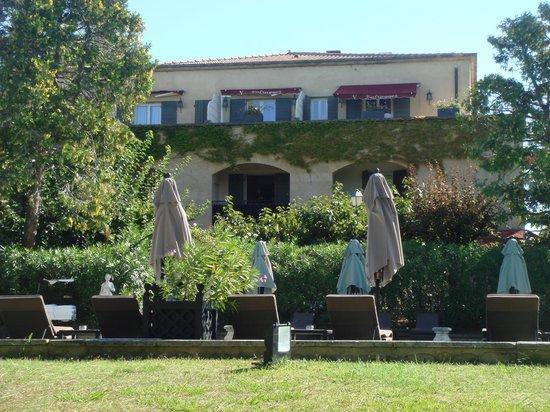Hotel Le Vallon de Valrugues & Spa : vue sur les chambres