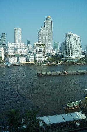 The Peninsula Bangkok : View across the river