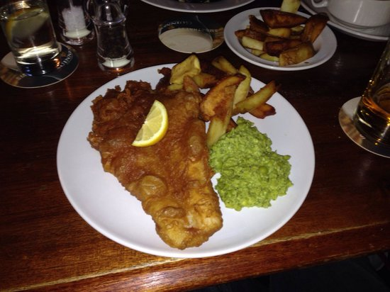 The Old Bridge Inn: Fish and chips with crushed peas