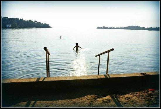 Louis Corcyra Beach Hotel: The early morning sea. So warm!
