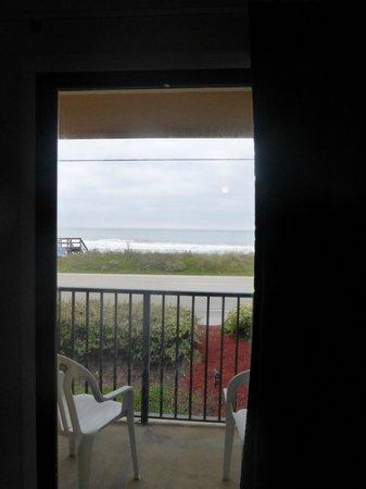 Ocean Sands Beach Inn: The view!