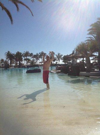 Meliá Salinas: pool was freezing!!!