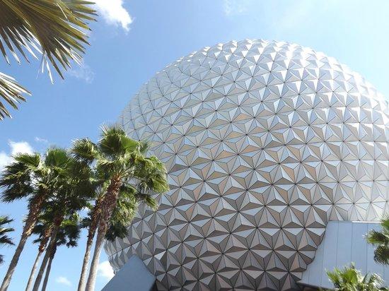 Epcot: globo símbolo do parque