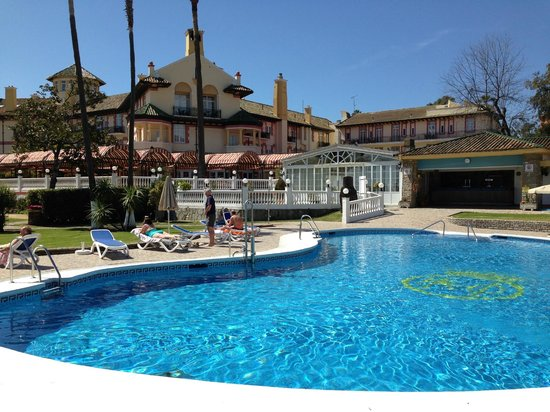 Globales Reina Cristina: Pool and large function room