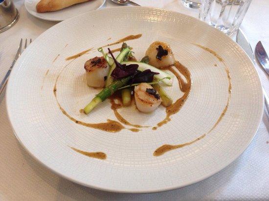Restaurant Les Tuileries : Belles asperges et saint Jacques à la truffe