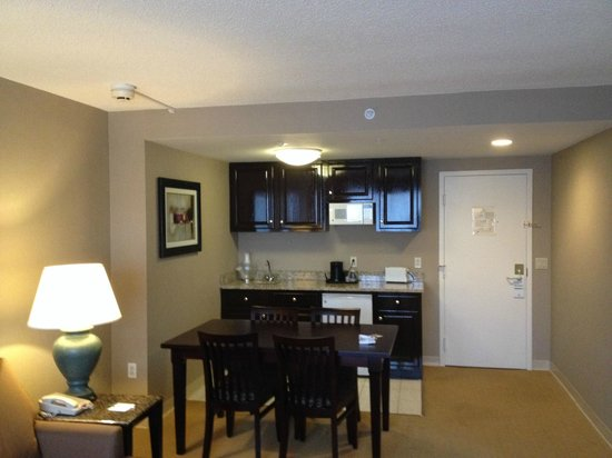 Holiday Inn Hotel & Suites Boston-Peabody: kitchenette
