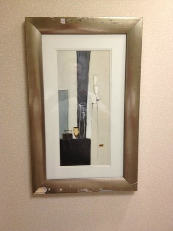 Holiday Inn Hotel & Suites Boston-Peabody: broken picture in bathroom