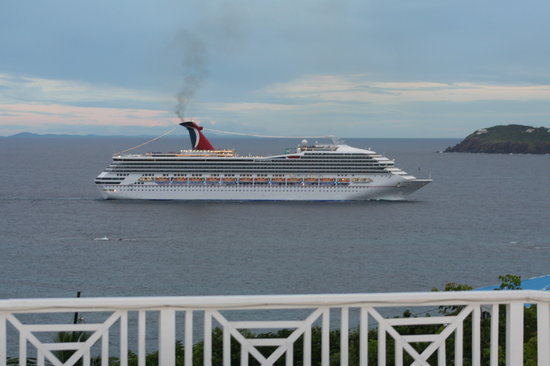 Villa Marbella Suites: Cruise Ship coming for the day