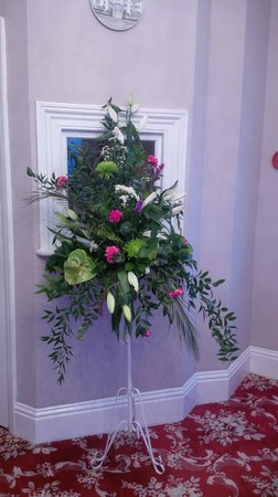 Hotel Riviera: Flowers inside Hotel entrance, smelt beautiful