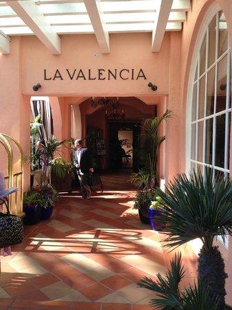 La Valencia Hotel: Entrance