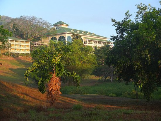 Gamboa Rainforest Resort: Hotel viewed from grounds