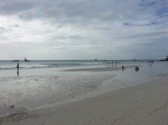 White Beach: вид с пляжа