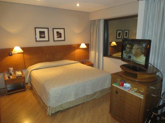 Feller Avenida Paulista: La habitación # 1206. Amplia pero sucia y básica
