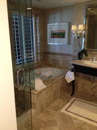 Monarch Beach Resort: deluxe king bathroom