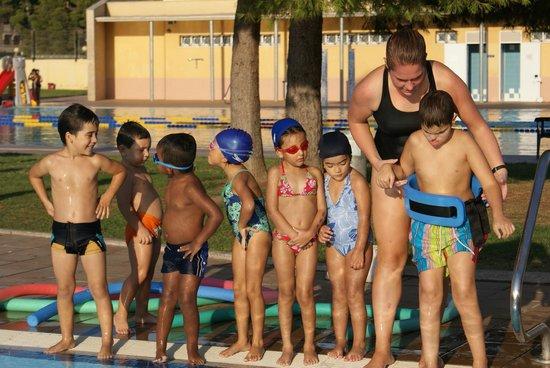 Cursos de nataci n fotograf a de piscina parque de for Piscina parque benicalap