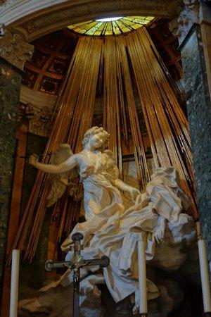Hotel Mascagni: Santa Maria dellla Vittoria by the Hotel - Bernini Statue