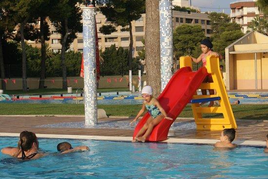 Cursos de nataci n picture of piscina parque benicalap for Piscina parque benicalap