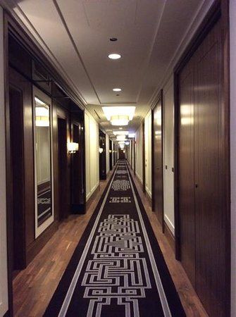 The Langham, Chicago : the Langham corridor