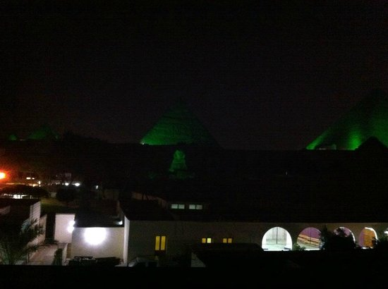 Pyramids View Inn : You can watch the sound and light show from rooftop or room window.