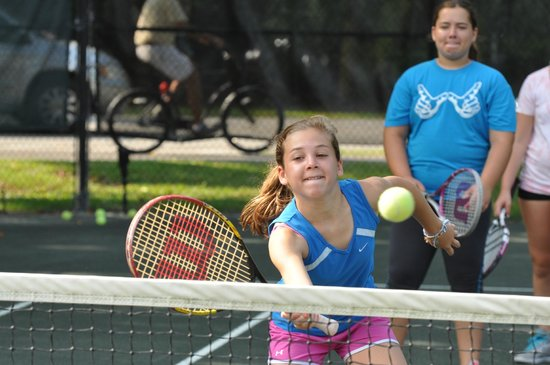 Palmetto Dunes Tennis & Pickleball Center: Junior tennis lessons at Palmetto Dunes
