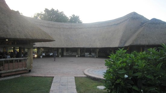 A'Zambezi River Lodge: Dining
