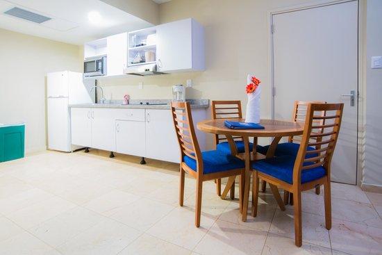 The Mill Resort & Suites Aruba : Studio Room dinning set