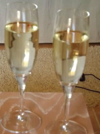 Iberostar Jardin Del Sol Suites: champagne to celebrate as a family