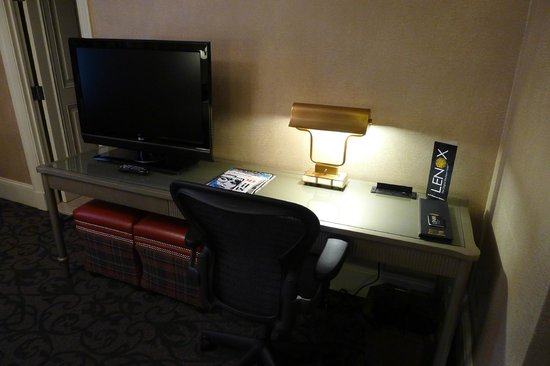 Lenox Hotel: The desk area