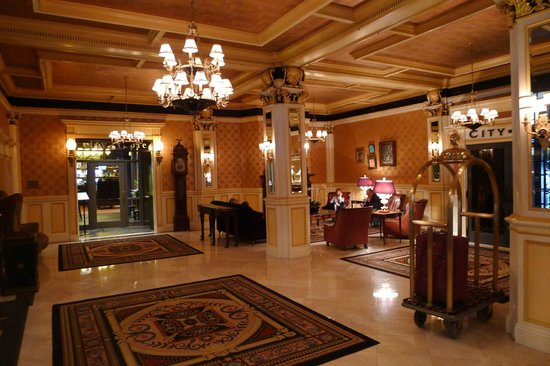 Lenox Hotel: The lobby