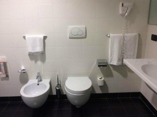 Hotel D120: Ванная комната