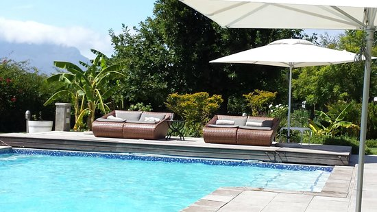 WedgeView Country House & Spa: Relaxing by the pool