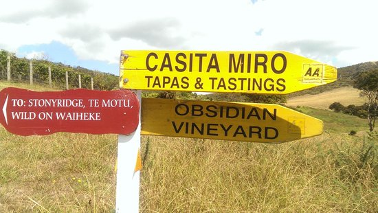 Obsidian Vineyard: Signs along our wine walk