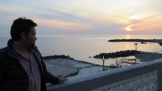 Locanda Garzelli: The terrace is a great place to watch the sunset.
