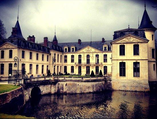 Chateau D'Ermenonville : The chateau.