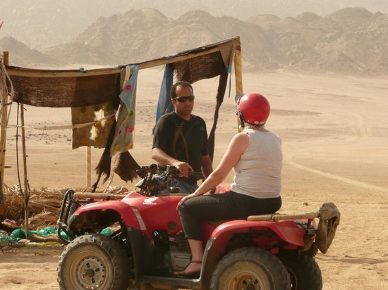 Sharm Solutions Day Tours : Habib and I chat at an old settlement.