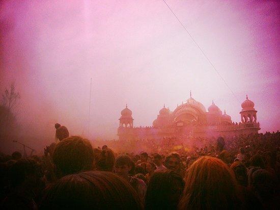 Sri Sri Radha Krishna Temple: So fun.