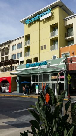 Kimpton Shorebreak Hotel: view of hotel from 5th st & PCH