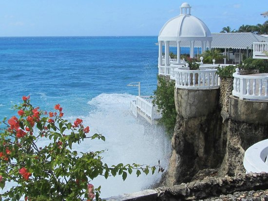 Coconut Palms Resort : Water spash from Pier Giorgio's