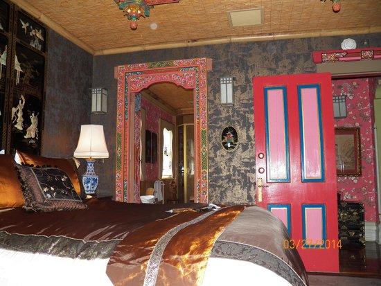 Seven Sisters Inn: Beijing Room