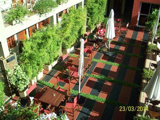 Hotel Jardín de Iguazú: El patio junto a la pileta