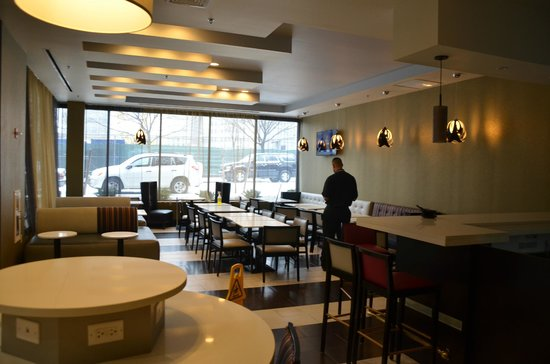Fairfield Inn & Suites New York Queens/Queensboro Bridge: Bar