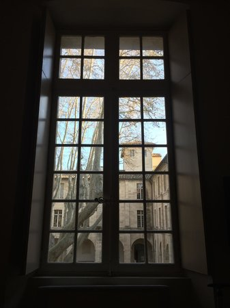 Hotel Cloitre Saint Louis: View out of bedroom overlooking courtyard