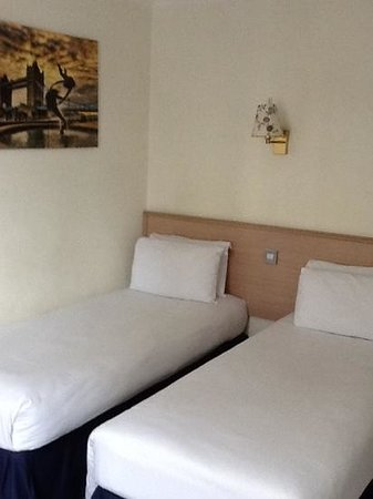 Camden Lock Hotel: twin beds