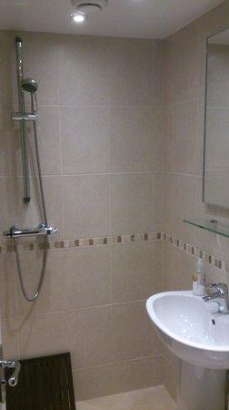 Ferndale Mews B&B: Bathroom